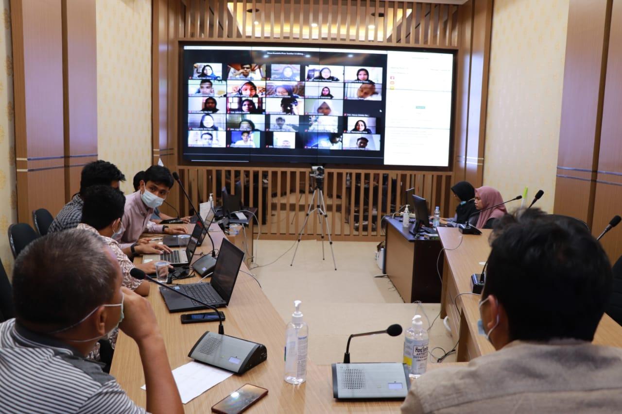 Ribuan peserta mengikuti sesi CAT dan Zoom Meeting pada seleksi Asisten Ahli KI Sumbar, Minggu (7/2). [Foto: DiskominfoSB]