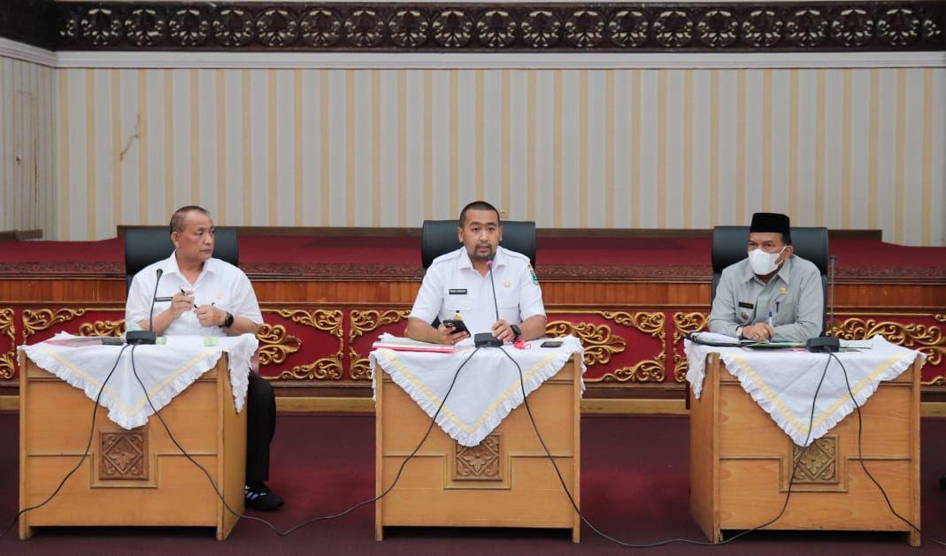 Wakil Gubernur Sumbar (tengah) pimpinan Rakor Percepatan Pembangunan Jalan Tol